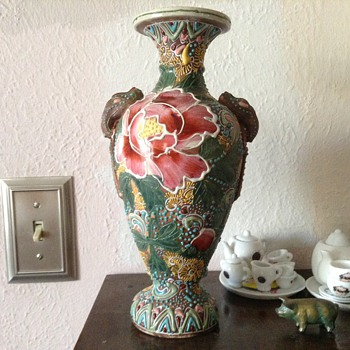 I need help to identify this vase - Art Pottery