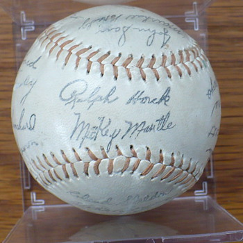 1962 New York Yankees signed baseball - Baseball