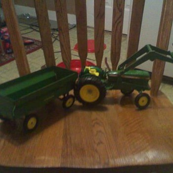 John Deer Peddle car old fashion, lookin for more info on this item that i love so much