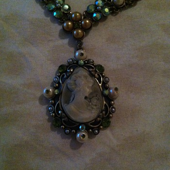 Is this costum jewelry cant tell or where it was made.... - Costume Jewelry