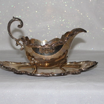 "INTERNATIONAL SILVER GRAVY BOAT AND ATTACHED UNDERPLATE ""ORLEANS"""