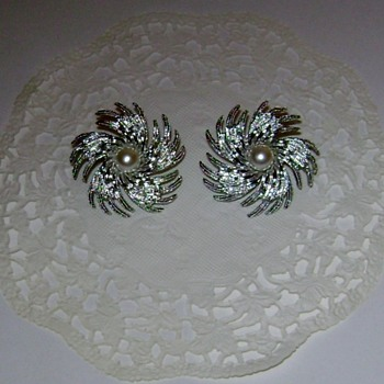 Sarah Coventry Earrings - Pinwheel