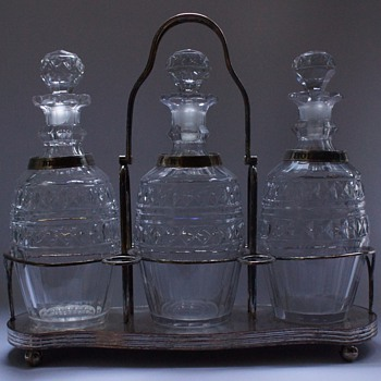 Triple Decanter Stand - Art Glass