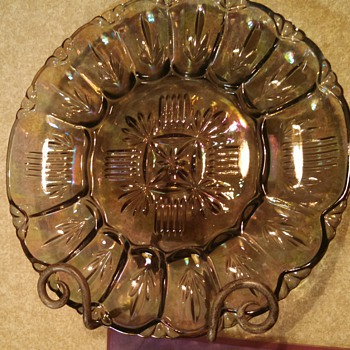 Federal Georgetown Iridized Glass Egg plate