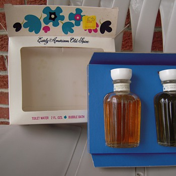 Early American Old Spice Toilet and Bubble Bath Set - Bottles