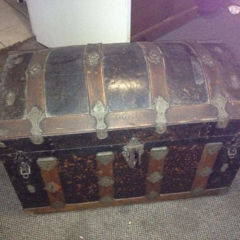 Mystery Trunk ? - Furniture