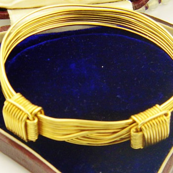 Vintage Retro GUCCI 18k Wire Adjustable Bracelet 41 Grams - Fine Jewelry