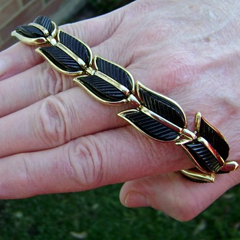 Trifari Bracelet - Costume Jewelry