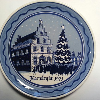 I bought this plate at a Charity Auction for my son, born in 1971, his wife collects plates.  How would I find out true value? - Christmas