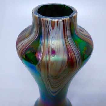 Art Nouveau Rindskopf Green Iridescent Pull feathers  Vase, Circa 1900