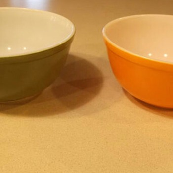 Vintage Pyrex Nesting Bowls