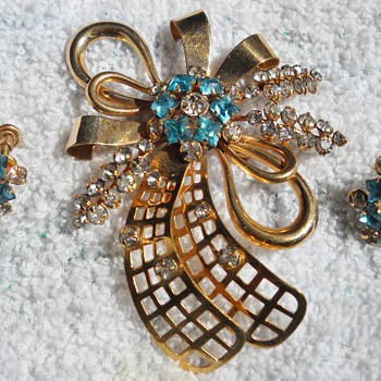 PHYLLIS ABSTRACT BROOCH &amp; EARRINGS - Costume Jewelry