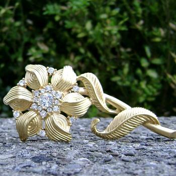 Monet Flower Brooch - Costume Jewelry