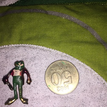 Old Frog pin with club and red coat