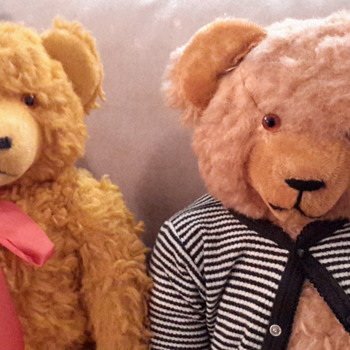 Two vintage bears