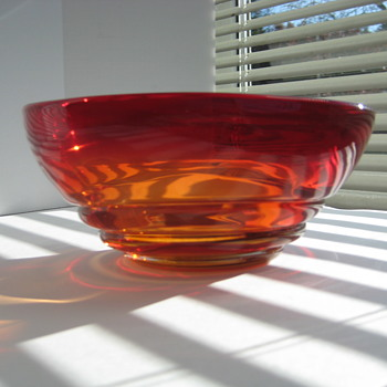 Ruby red/amber ribbed bowl