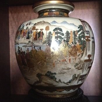 SATSUMA URN 1905 - 1910 GIFT TO KING OF PORTUGAL from MEIJI EMPEROR