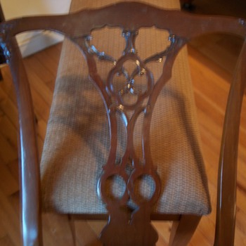 WOOD CHAIR WITH PLATE UNDERNEATH