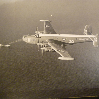 Royal Air  F0rce Shackleton  - Military and Wartime
