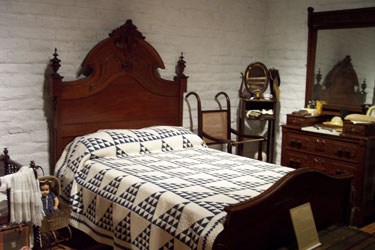 indigo and white quilt,two-color is the style, c. 1850, NY