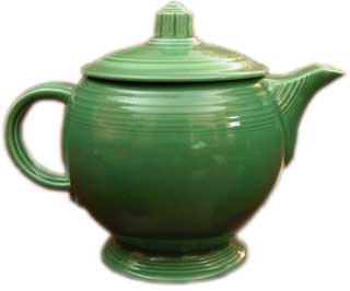 Fiestaware Medium Green Teapot - Unlike the large teapot that was discontinued in the 40s, the medium version was in production the entire time and can be found in all eleven colors