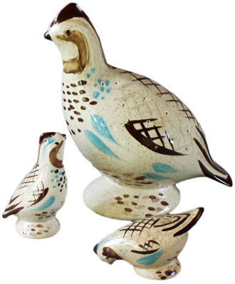 Bob White, another Charles Murphy design, was introduced in 1954 and was Red Wing's best selling dinnerware pattern until Red Wing Potteries closed in 1967. Shown here are an hors d'oeuvre holder and bird-shaped salt-and-pepper shakers.