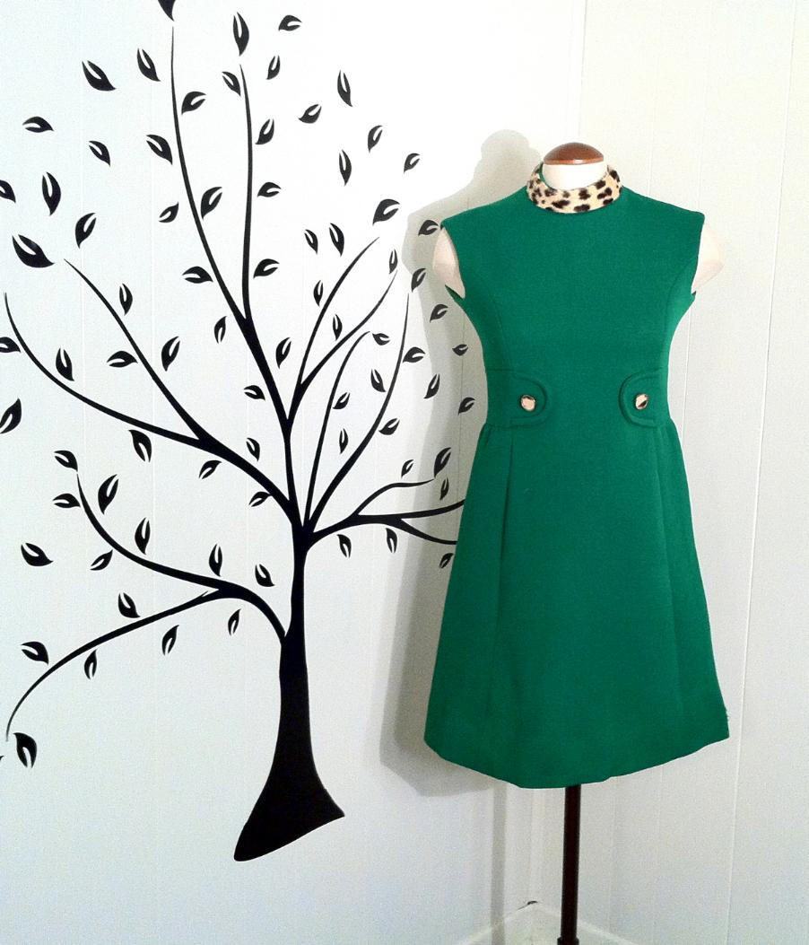 1960s green shift dress with spotted collar.