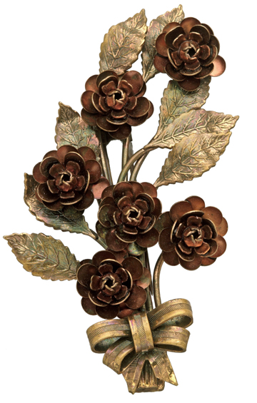 A clip from 1939 with copper flowers and gold-plated leaves.