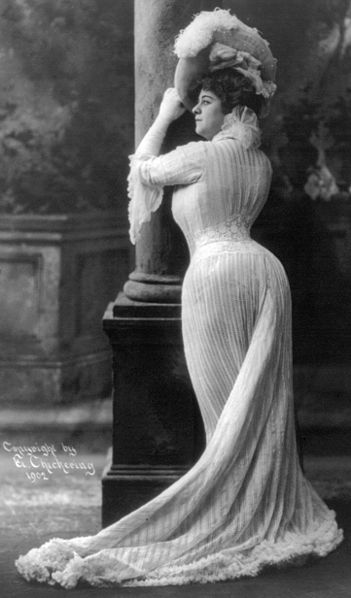 Bianca Lyons in typical Edwardian dress, circa 1902. Image from the U.S. Library of Congress, copyright E. Chickering.