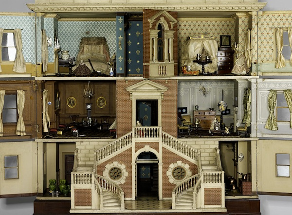 The woman who owned the Tate Baby House from 1760 adorned it with the most exquisite decor possible. From the Victoria and Albert Museum collection.