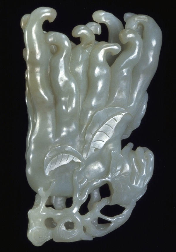This Qing Dynasty piece of nephrite is carved to resemble fo Buddha's-hand citron, which in Chinese is a rebus for blessings and longevity.