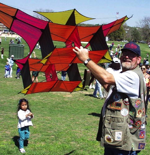 Top: The Piroli Bacteria Kite Train by Japanese kite master Satoru Yamaya. Above: Richard Dermer shows off his replica of a man-lifting Cody War Kite at the oldest kite festival in the U.S., the Zilker Kite Festival in Austin. Via Gomberg Kites.