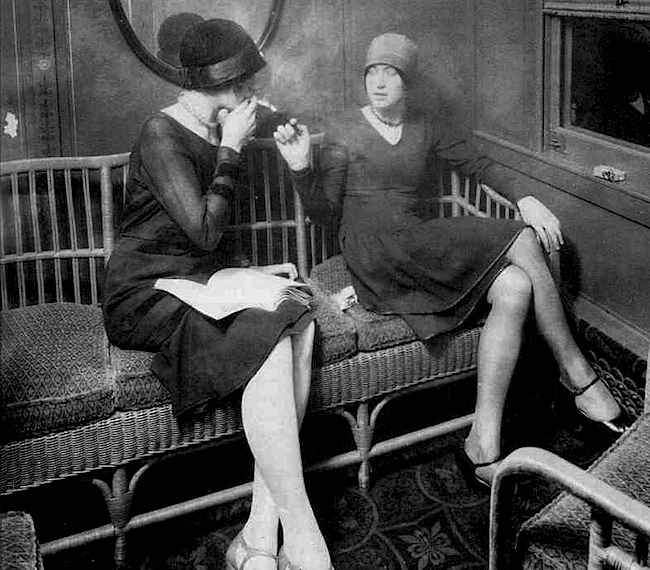 Flappers enjoy the women's smoking car of a train in the 1920s. Via Smithsonian.com.