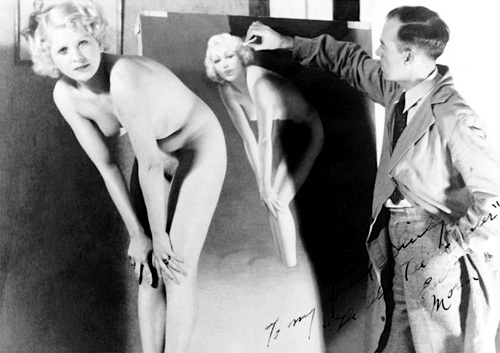 As a young woman, Mozert modeled for fellow pin-up artist Earl Moran.