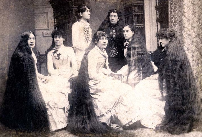 The Seven Sutherland Sisters in their late 20s to mid-40s. (Via Sideshow World)