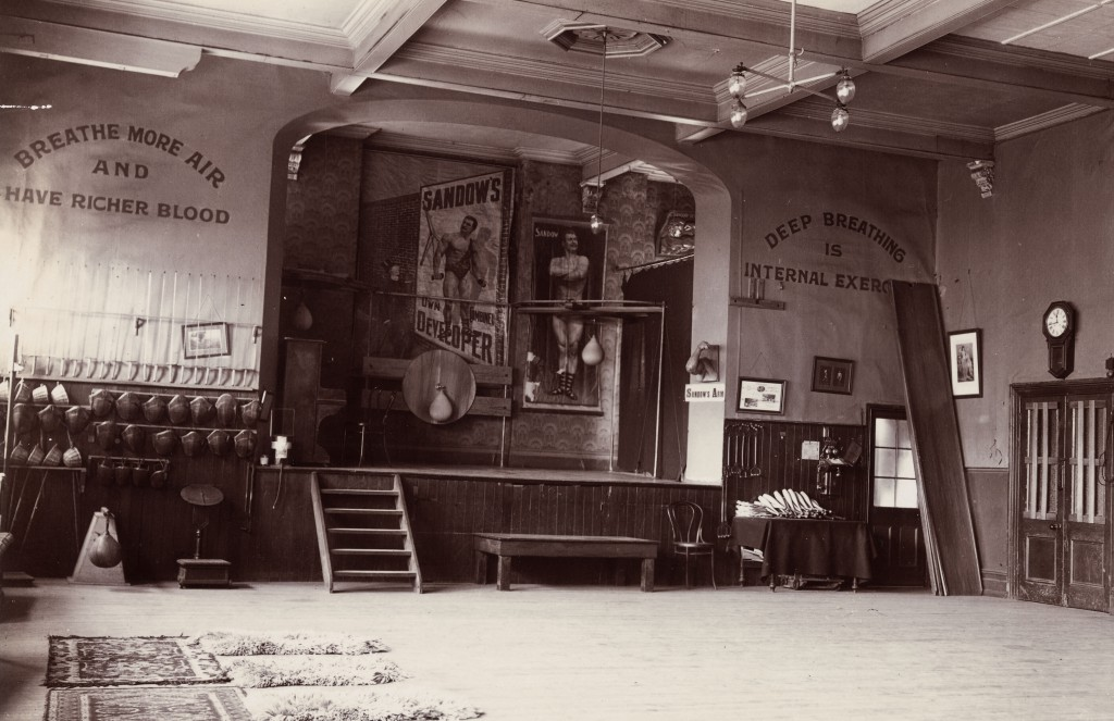 Northey's School of Physical Culture, a New Zealand gym emphasizing the Sandow method. Photo by W.R. Clark. Courtesy Alexander Turnbull Library, Wellington, New Zealand.