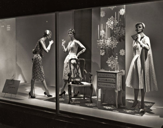 551-1959-ShowWindow_Brocades-600x476