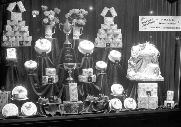 600-newcastle-shop-window-cakes-1953