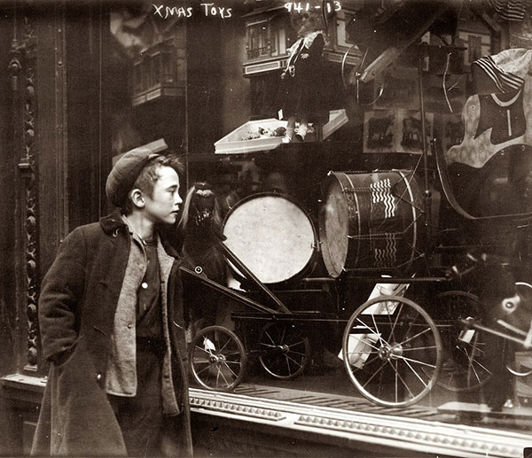Boy-looking-at-Xmas-toys-in-shop-window'-in-New-York-circa-1910