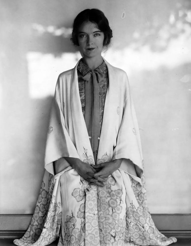 Silent-film star Lillian Gish wears a robe with kimono-style sleeves, as captured by Edward Steichen in 1927.