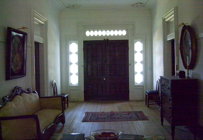 The entryway at Buckner Hill Plantation. (Photo by Arnold Modlin)
