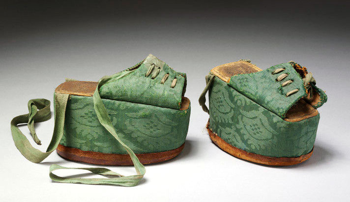 This pair of Spanish chopines has a thick cork platform covered in silk damask, circa 1580-1620. Via the Victoria & Albert Museum, London.