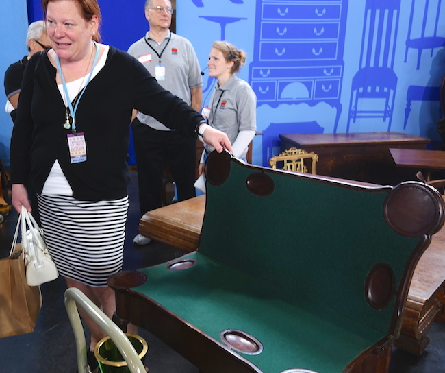 "Jane's friend Lee, who brought her to the ""Antiques Roadshow"" set, reveals the secret gaming tabletop built into Jane's George II-style table."