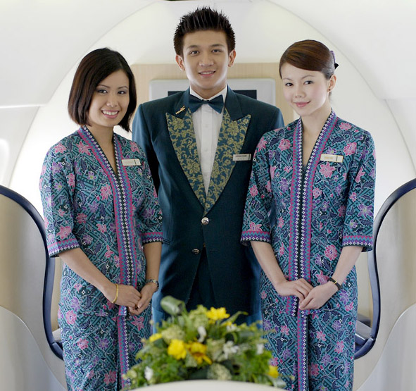 Today, female flight attendants for Malaysian Airlines wear a uniform based on the traditional sarong kebaya. (Via Paper Mag)