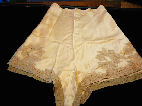 "These panties, supposedly belonging to Adolf Hitler's girlfriend, Eva Braun, are said to have been looted from his mountain chalet in Obersaltzburg, Germany, by First Lieutenant D.C. Watts of the 506th Parachute Infantry Regiment. (Via ""Mantiques"")"