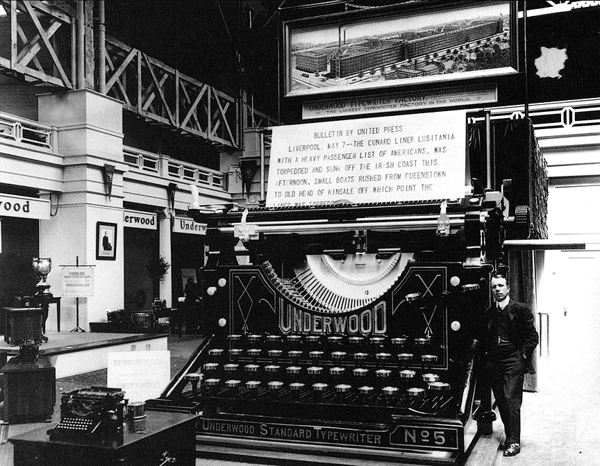 The gigantic Underwood on display in the Palace of Liberal Arts was operated using an ordinary-sized typewriter.