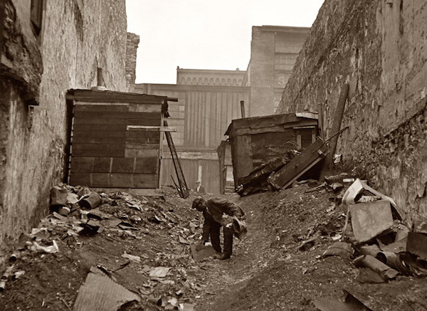 A hobo jungle along riverfront in St. Louis in 1936. (Photo by Arthur Rothstein, Library of Congress)