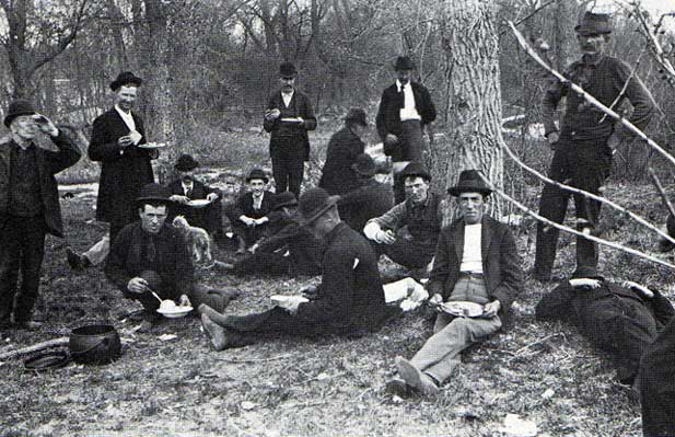Men sharing a meal at a hobo jungle in 1895. (Via the Hobo Museum)