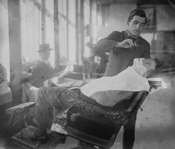 A barber gives a hobo a shave at New York's Hotel de Gink in the 1910s. (From the Bain Collection, Library of Congress)