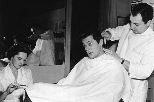 Tony Curtis became a regular client of the House of Gourielli beauty salon for men. (© Helena Rubinstein, Inc.)